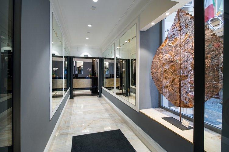 Entrada  art hotel orologio bolonia