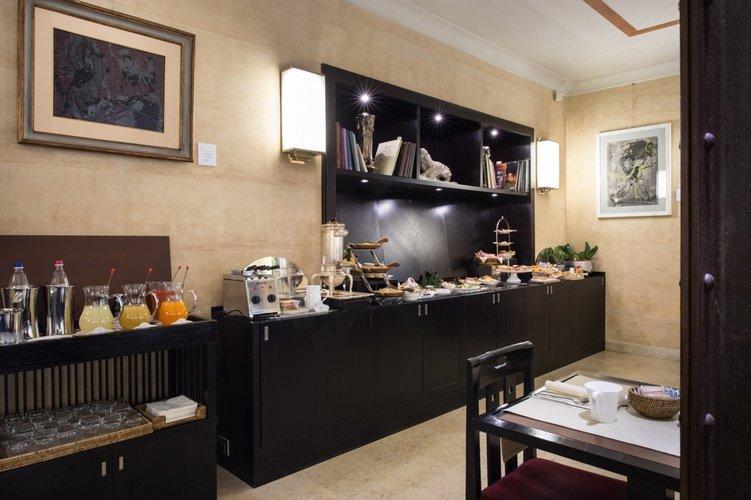 Desayuno buffet  art hotel novecento bologna