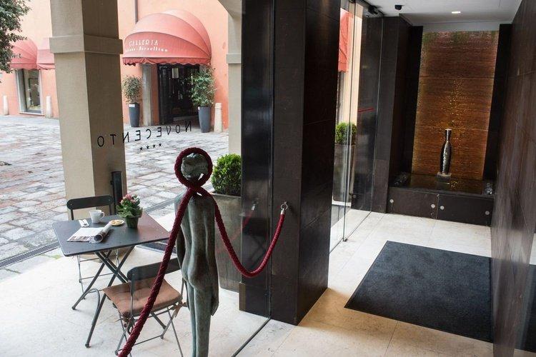 Entrada  art hotel novecento bolonia