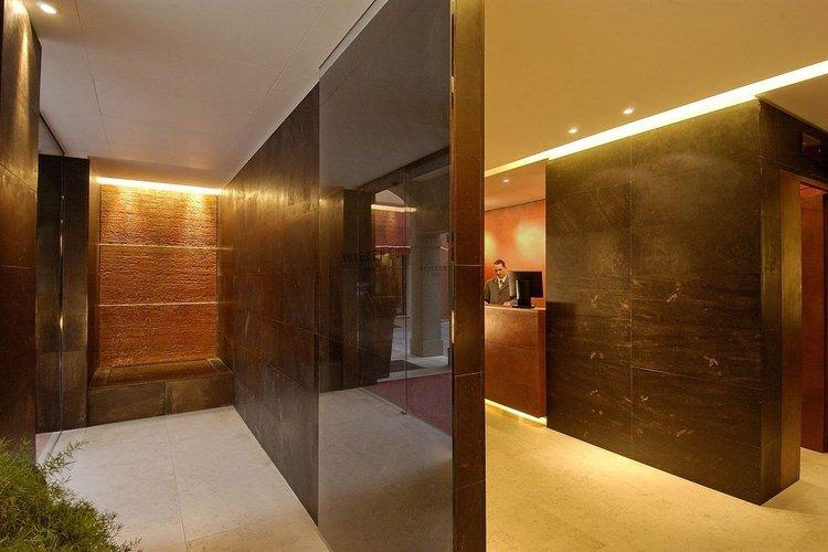 Recepción  art hotel novecento bolonia