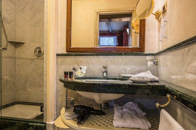 Habitación deluxe art hotel commercianti bologna
