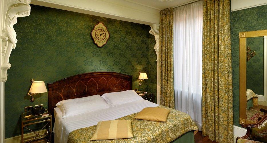 Habitación clásica  art hotel orologio bolonia