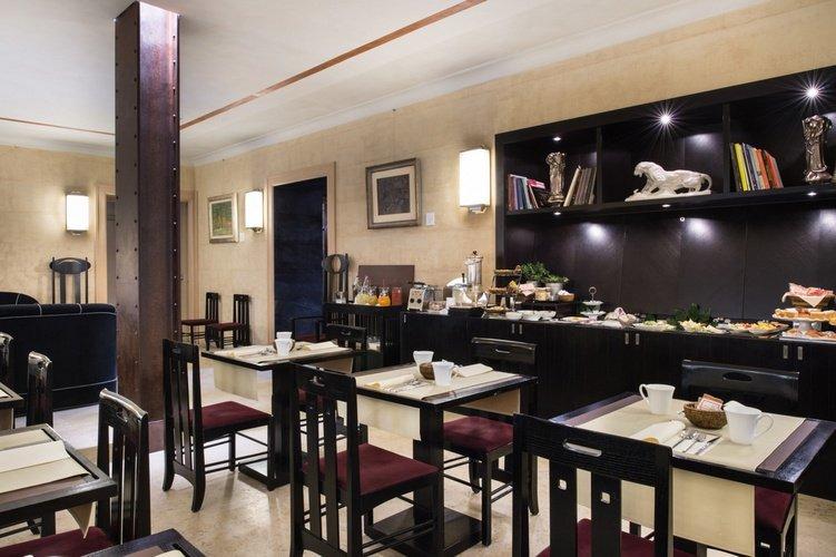Desayuno buffet  art hotel novecento bolonia, italia