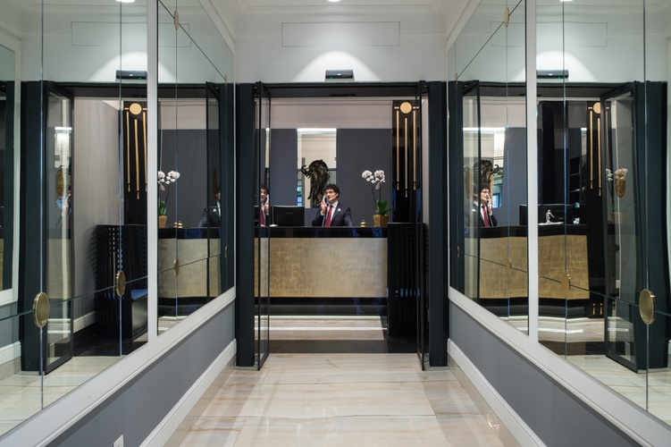 Recepción  art hotel orologio bolonia