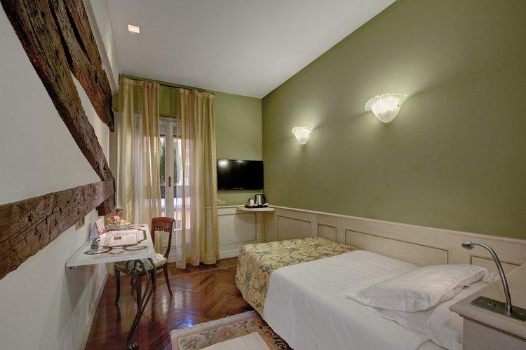 Habitación individual  art hotel commercianti bolonia