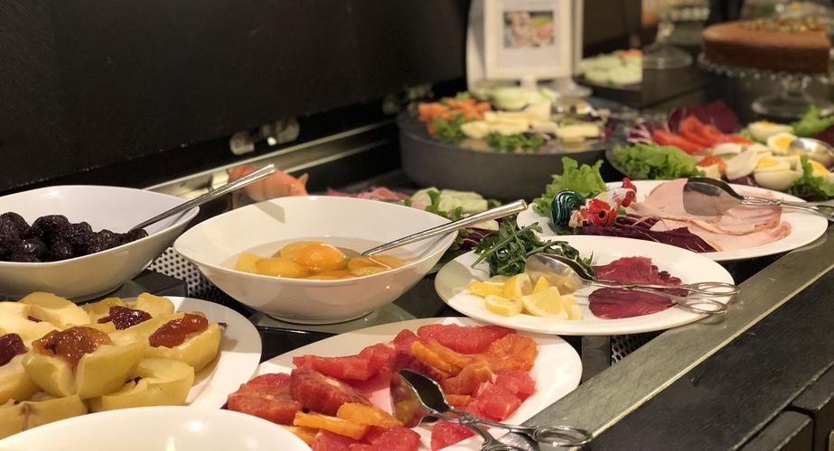 Desayuno buffet  art hotel novecento bolonia