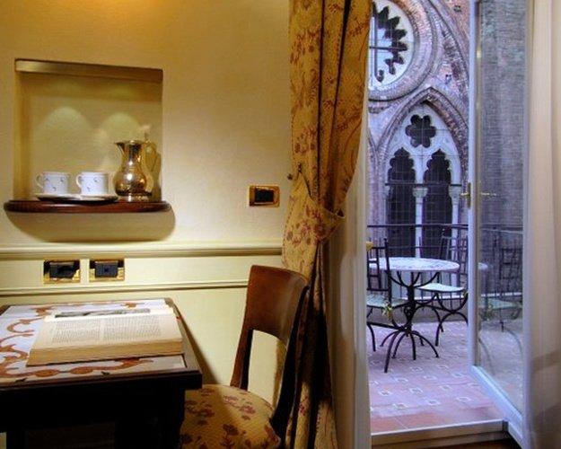 HabitaciÓn doble deluxe art hotel commercianti bologna