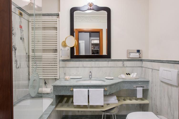 Baño  art hotel orologio bolonia