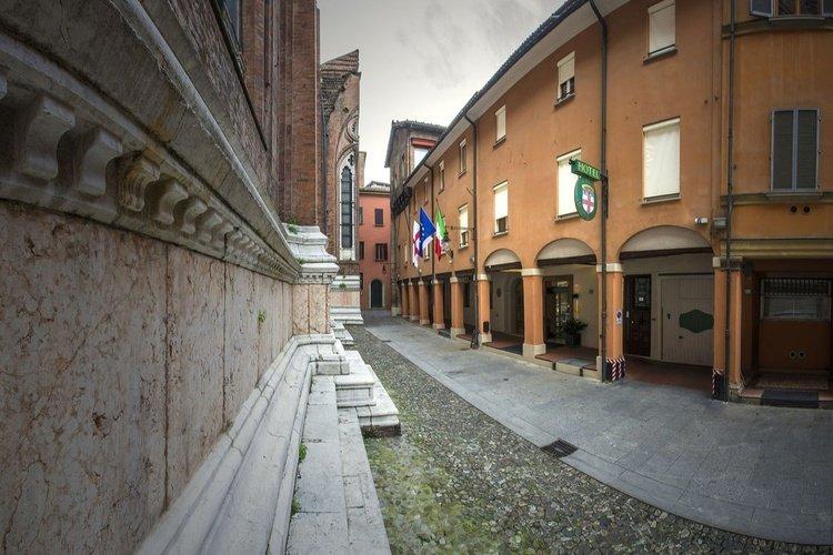 Exteriores  art hotel commercianti bolonia