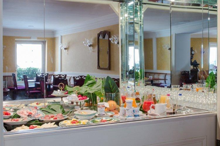 Buffet desayuno  art hotel orologio bolonia