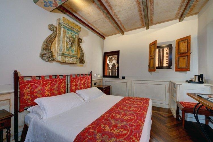Habitación deluxe  art hotel commercianti bolonia