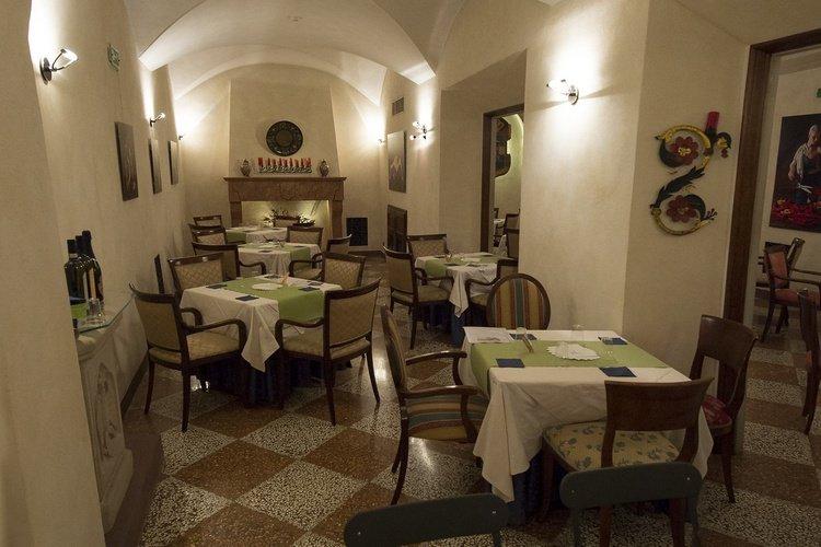 Restaurante buffet  art hotel commercianti bolonia